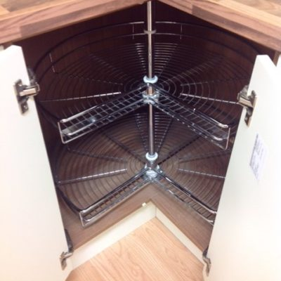 Wire carousel for a corner unit